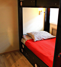 Кровать в общем шестиместном номере