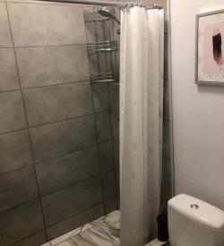 ВИП 1 - Большой двухместный номер с душем и санузлом